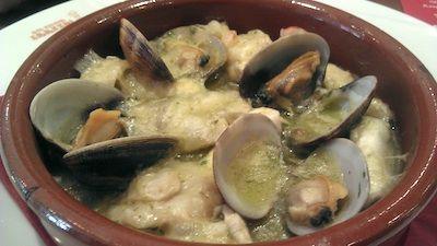Kokotxas de bacalao en salsa verde con almejas