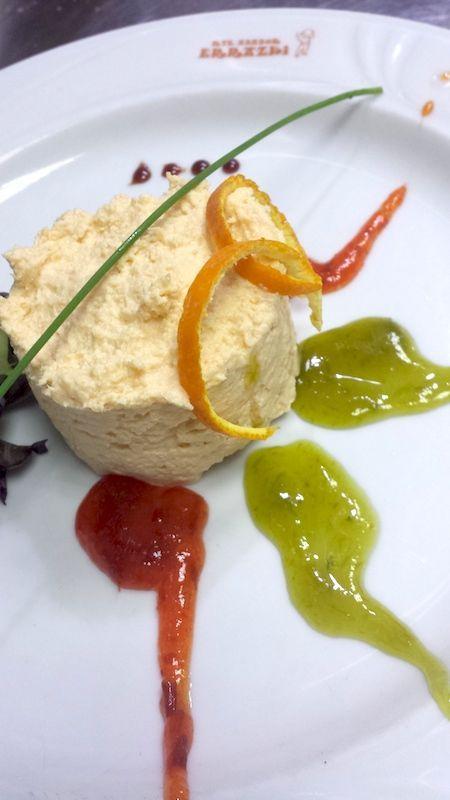 Pastel de lubina y salmón con mermeladas de trigueros y pimientos de piquillo