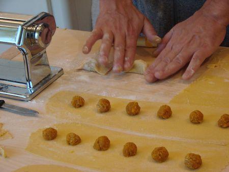 Ravioli de queso de cabra y morcilla