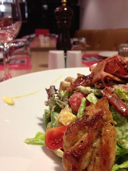 Ensalada de pollo, Gorgonzola y salsa Cheddar
