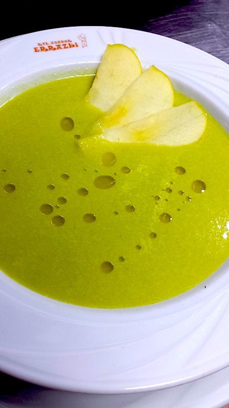 Salmorejo verde de trigueros y manzana