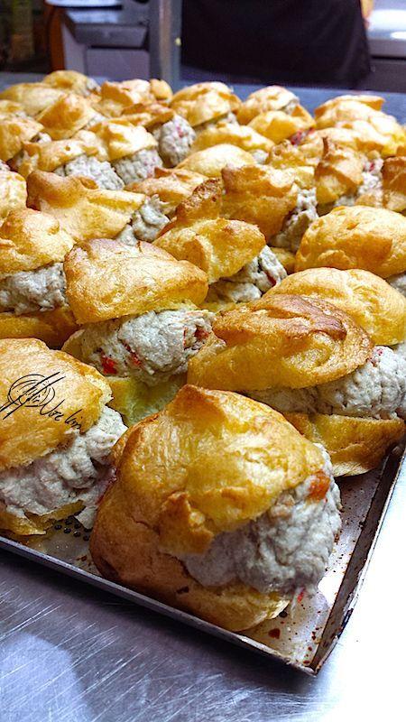 Profiteroles de praliné de caballa con pimientos asados