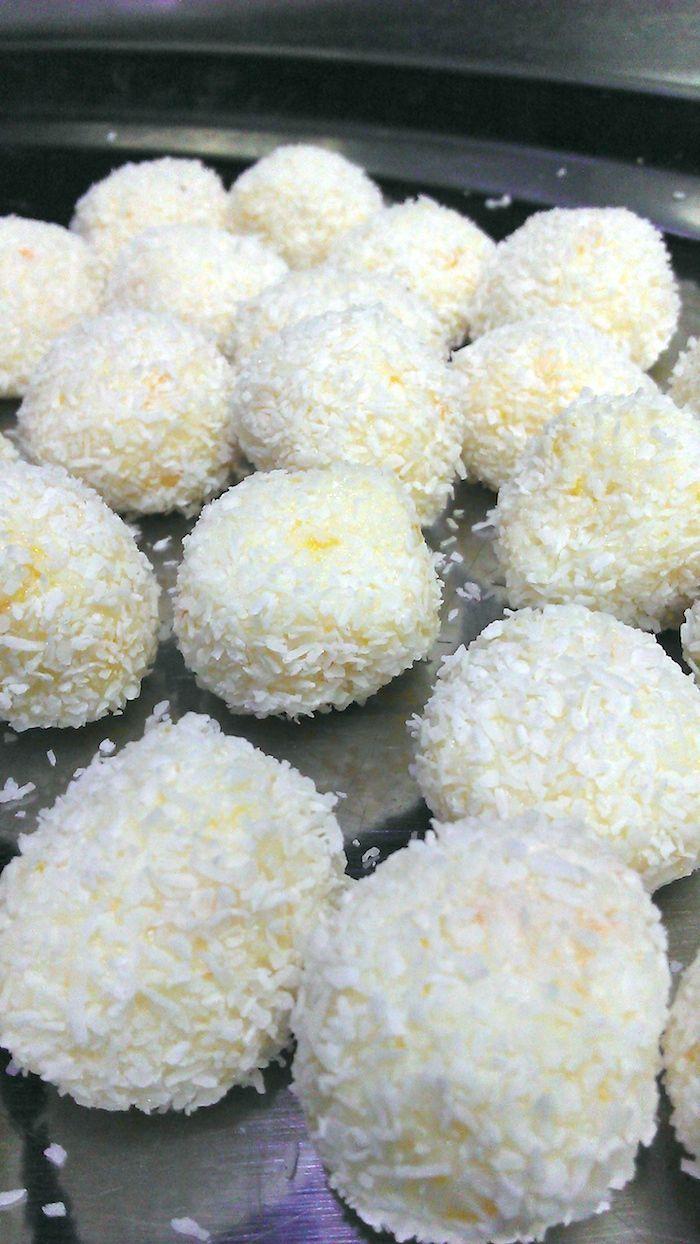 Trufas de leche condensada y coco aromatizadas con naranja