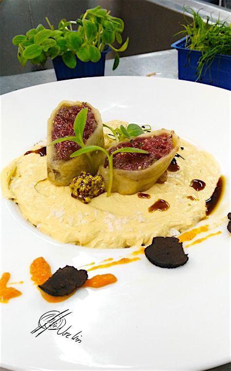 Royal de foie, tartar de corzo y canelón de boletus