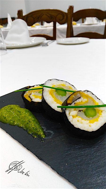 Sushi de bacalao con mango y trigueros al pesto