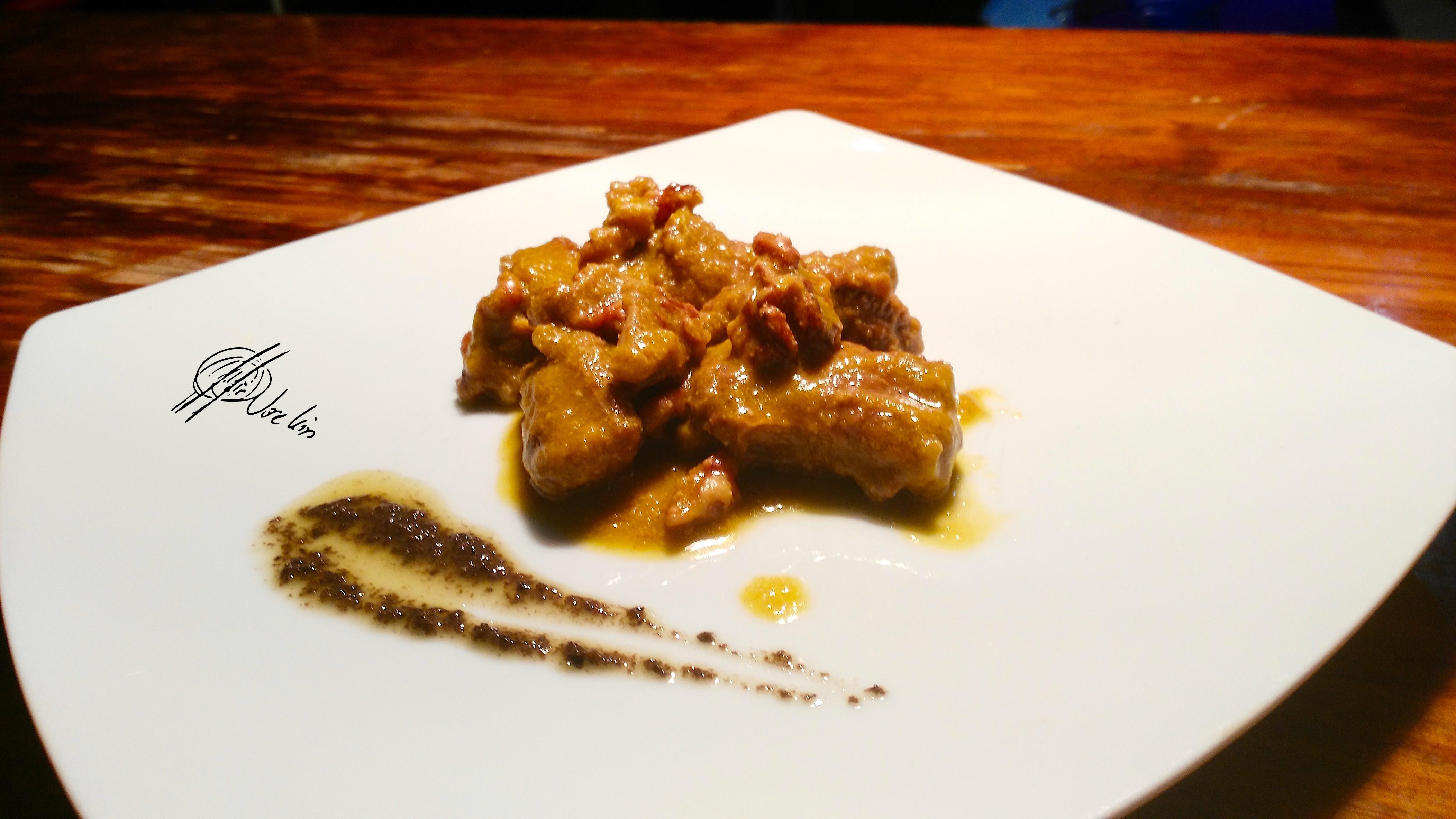 Lagarto de cerdo iberico en salsa de cerveza y nueces pecanas