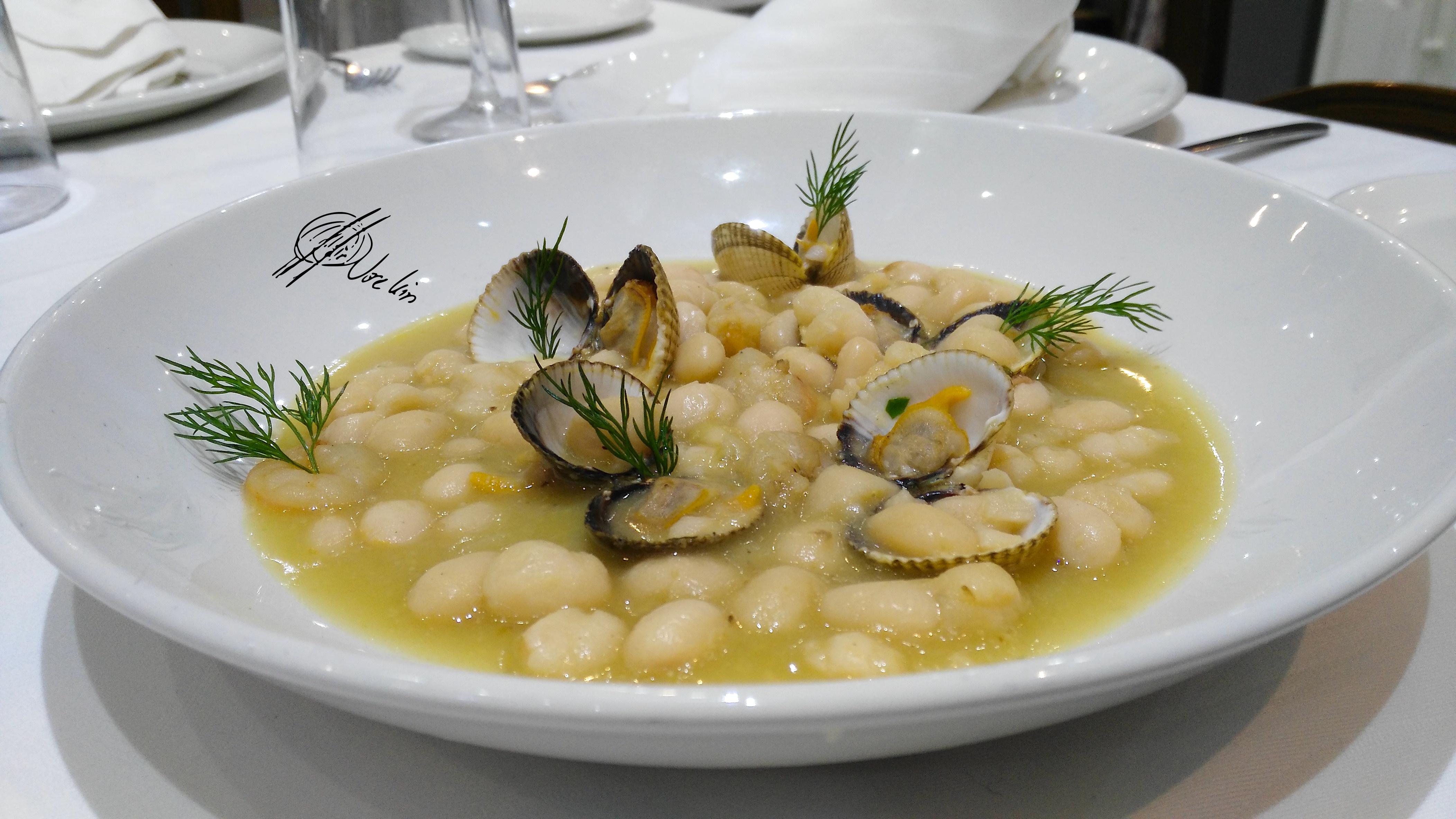 Pochas de Navarra en salsa de berberechos