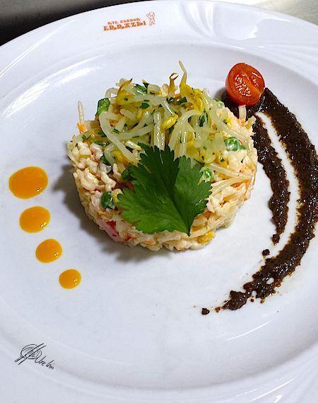 Ensaladilla de arroz con puré de aceitunas y mango
