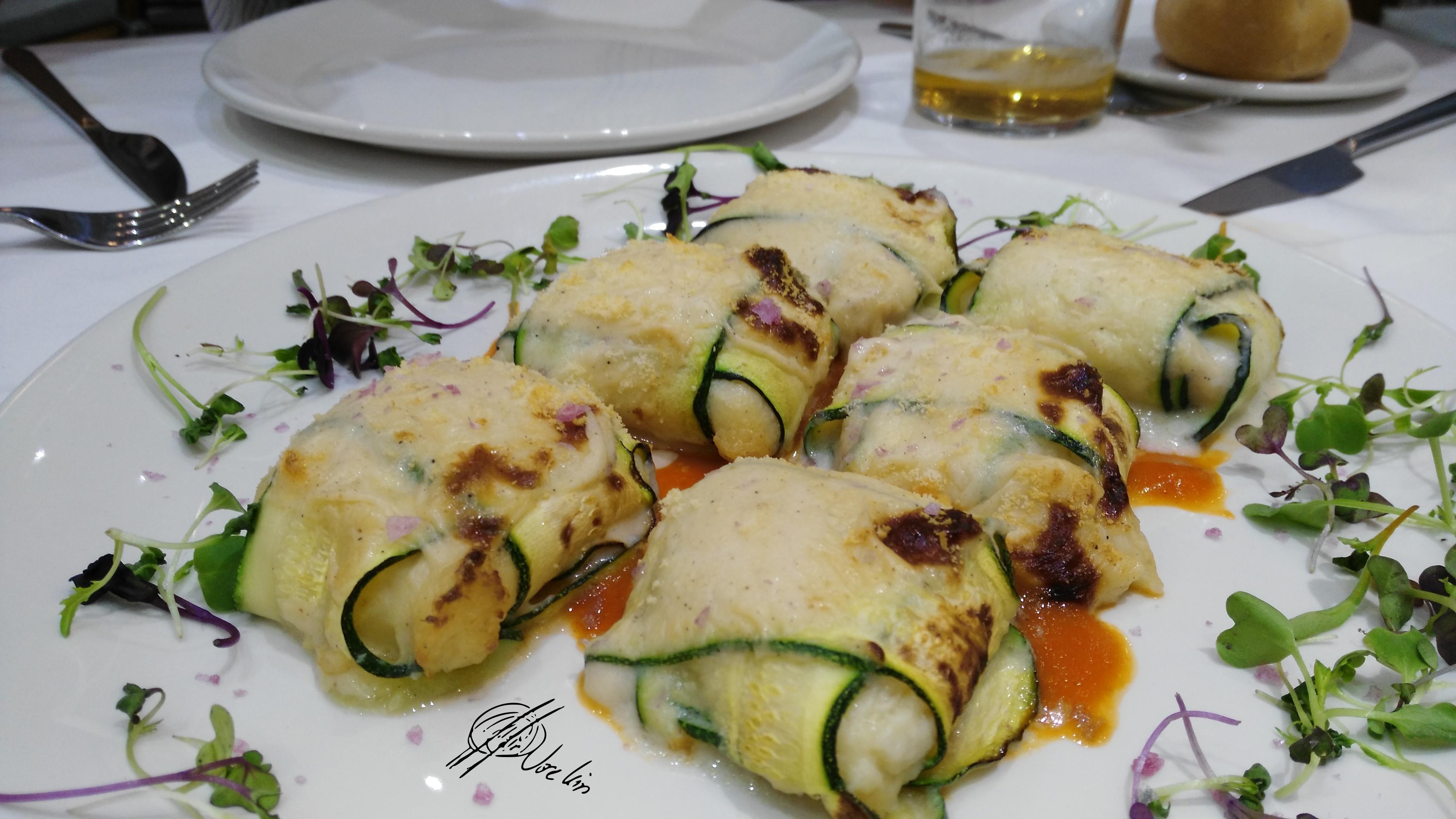 Raviolis de calabacín rellenos de queso ahumado