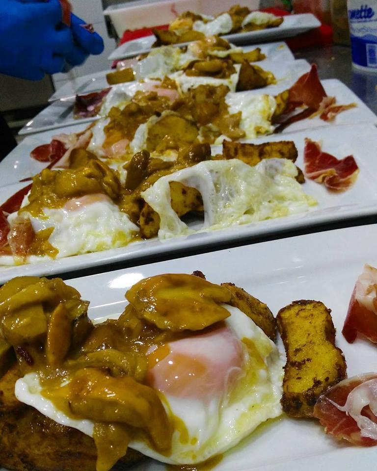 Huevos estrellados con boletus y jamón ibérico