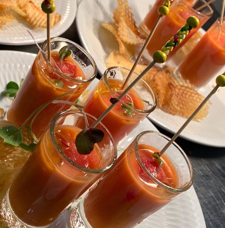 Chupito de gazpacho de sandía con albahaca